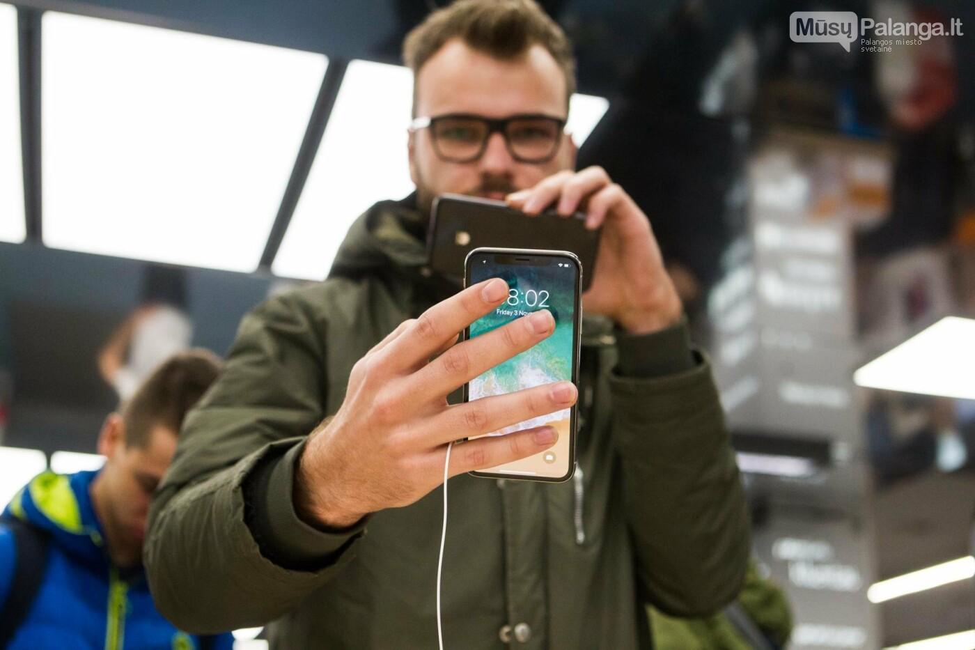 Uždanga nukrito: geidžiamiausias metų telefonas sutraukė dešimtis fanų , nuotrauka-22