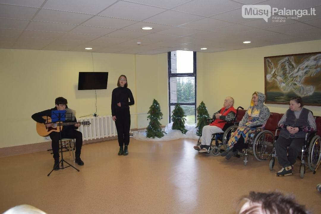 Palangos senosios gimnazijos mokiniai lankėsi Palangos ligoninės slaugos skyriuje, nuotrauka-2