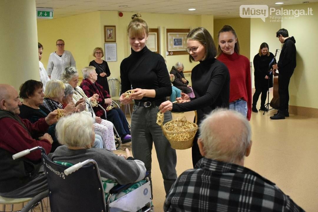 Palangos senosios gimnazijos mokiniai lankėsi Palangos ligoninės slaugos skyriuje, nuotrauka-3