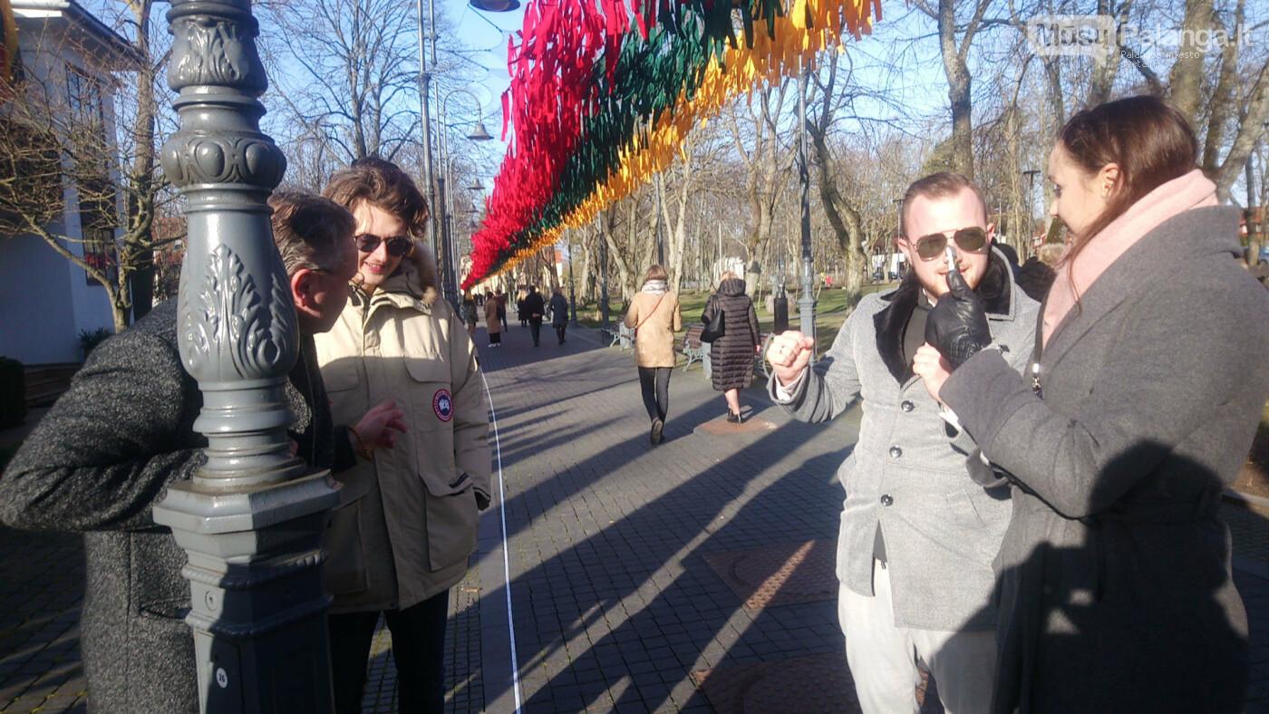 Įspūdinga trispalvė Palangoje: iš 15 tūkstančių juostelių surišta vėliava siekia rekordo, nuotrauka-8