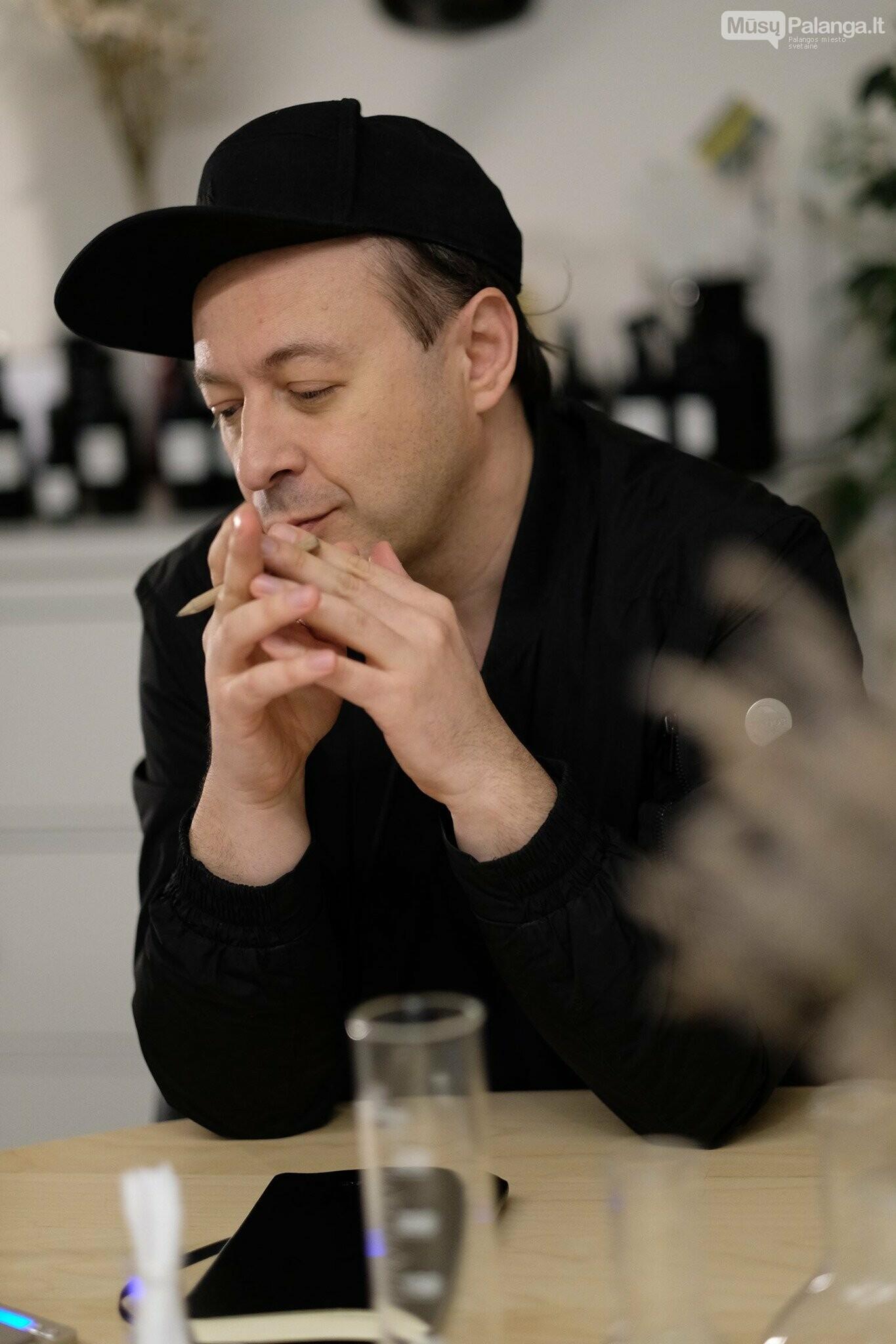 """Aistis Mickevičius surengs parfumerinę paskaitą internete: """"Prieš degustuojant aromatus – geriau žinoti, ką, kaip ir kodėl užuodžiate"""", nuotrauka-1"""