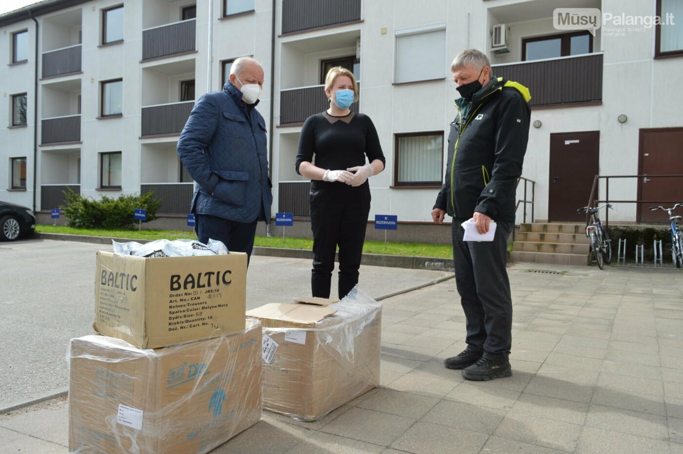 Kurorto Rotary klubo dovana palangiškiams - keletas dėžių apsaugos priemonių, nuotrauka-1