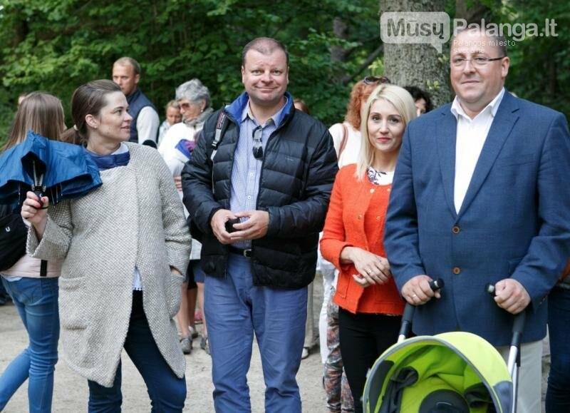 """S.Skvernelis ir Palangos meras Š.Vaitkus su žmonomis (puseserėmis) Planagoje švenčia """"mindaugines"""""""