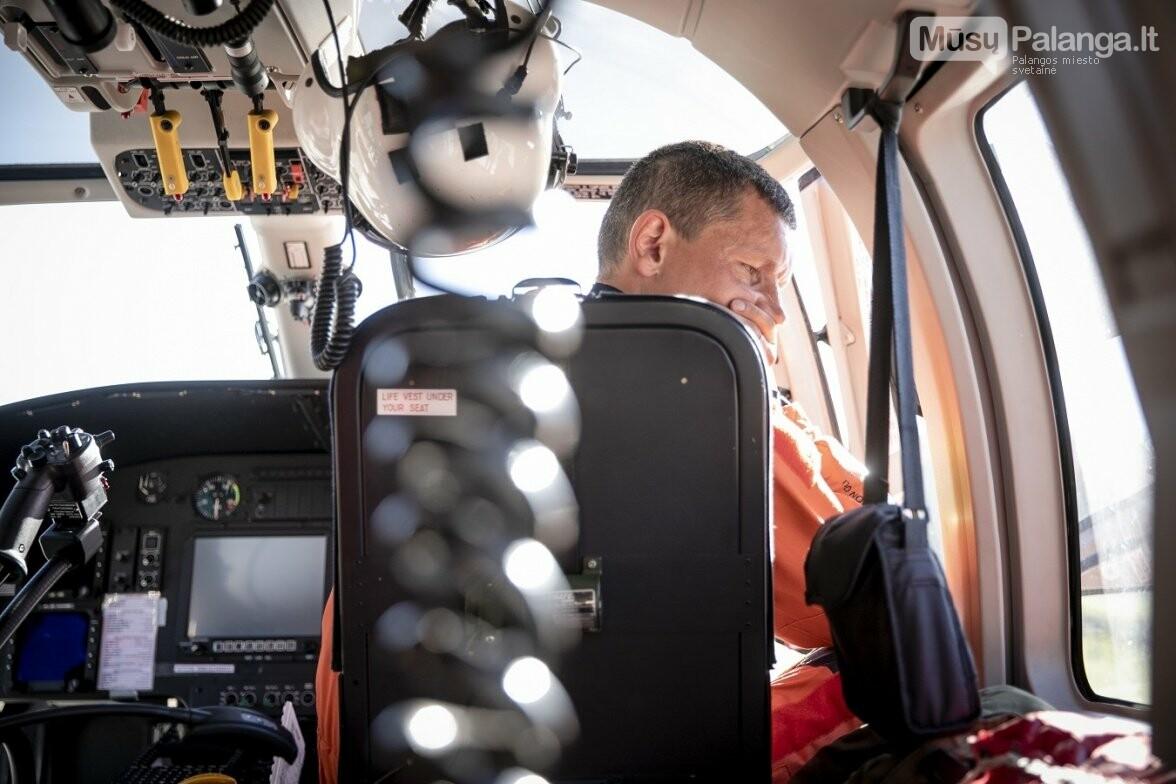 Karinių oro pajėgų paieškos ir gelbėjimo sraigtasparnio įgulos vadas Suomis, antrasis pilotas Maestro, gelbėtojas Paukštelis ir gydyto..., nuotrauka-1