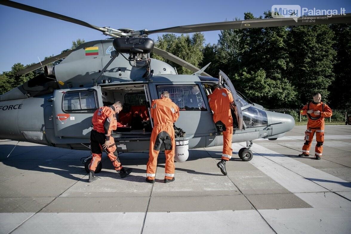 Karinių oro pajėgų paieškos ir gelbėjimo sraigtasparnio įgulos vadas Suomis, antrasis pilotas Maestro, gelbėtojas Paukštelis ir gydyto..., nuotrauka-6
