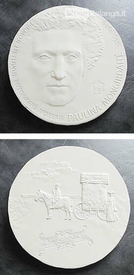 Medalis, skirtas pirmajai Lietuvos moteriai fotografei Paulinai Mongirdaitei (aversas ir reversas).
