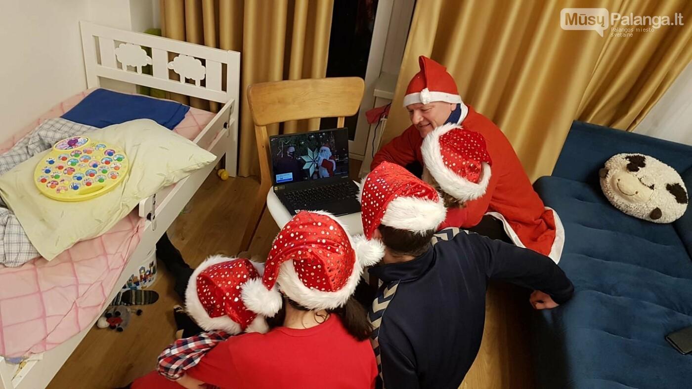 Kubilių šeimyna sulindę į ekraną