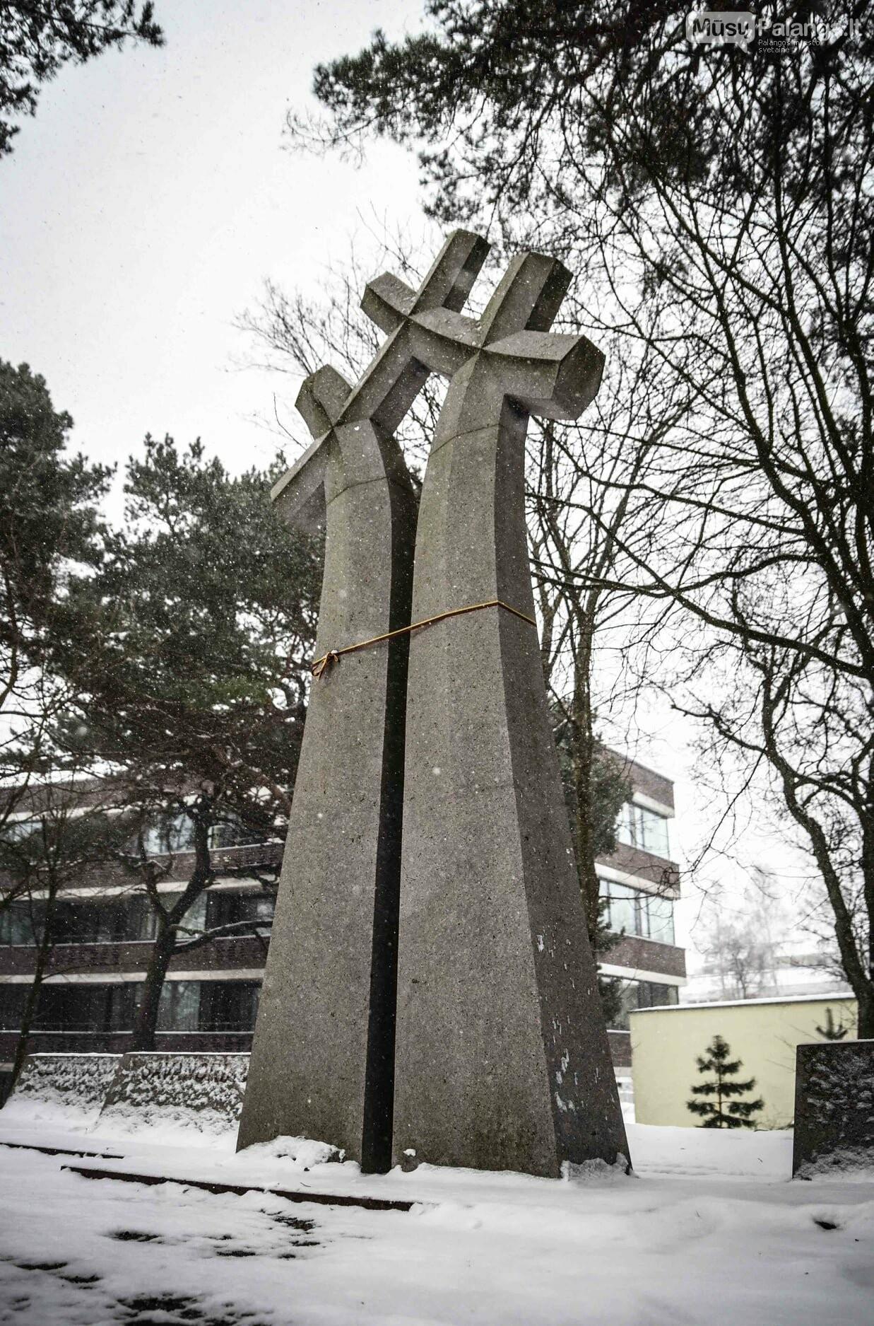 """Skulptoriaus Jono Jagėlos sukurto paminklo """"1918–1991 m. Žemaitijos kariams savanoriams atminti""""., Karinių jūrų pajėgų nuotr."""