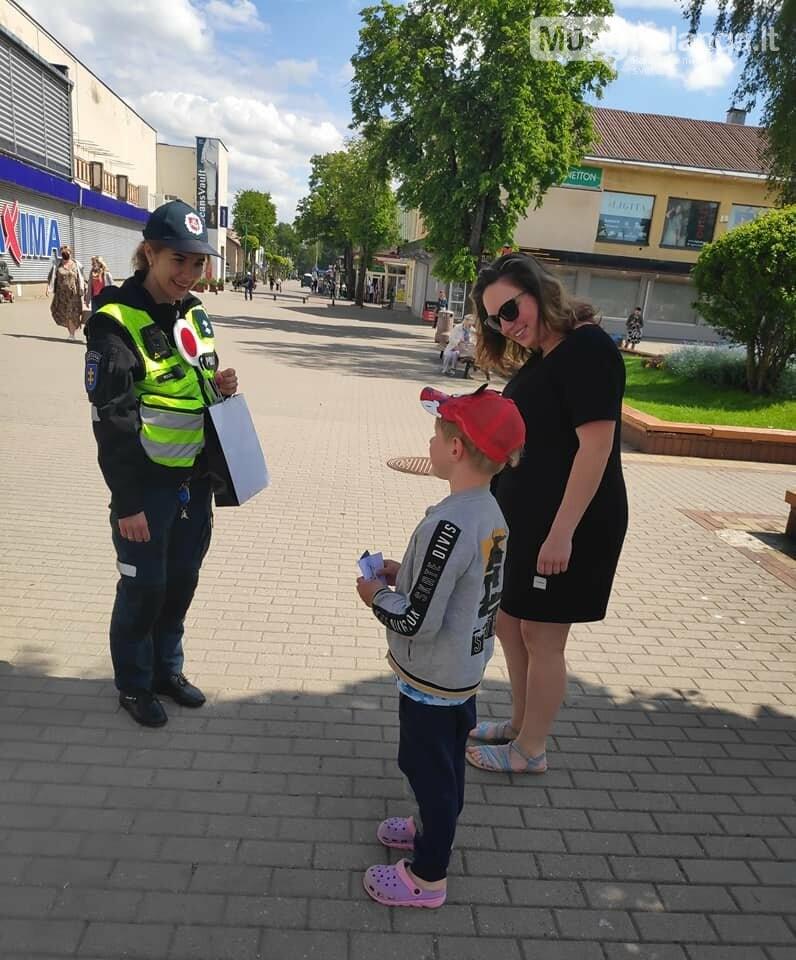 Tarptautinę vaikų gynimo dieną – pareigūnų sveikinimai mažiesiems, nuotrauka-1