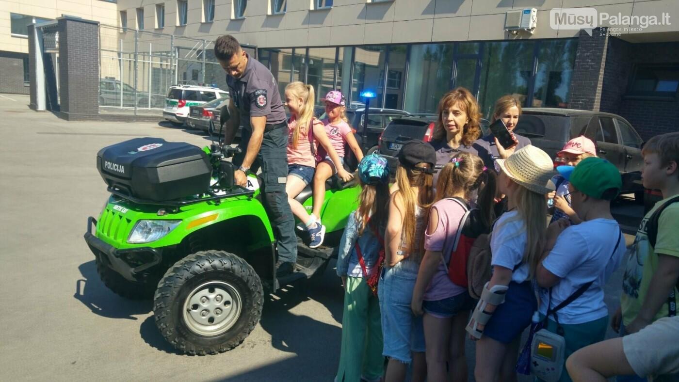"""Palangos """"Baltijos""""  pagrindinės mokyklos 1 – okai aplankė Palangos policijos komisariatą, nuotrauka-1"""