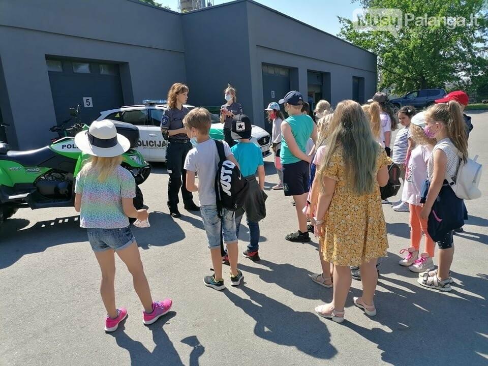 """Palangos """"Baltijos""""  pagrindinės mokyklos 1 – okai aplankė Palangos policijos komisariatą, nuotrauka-2"""