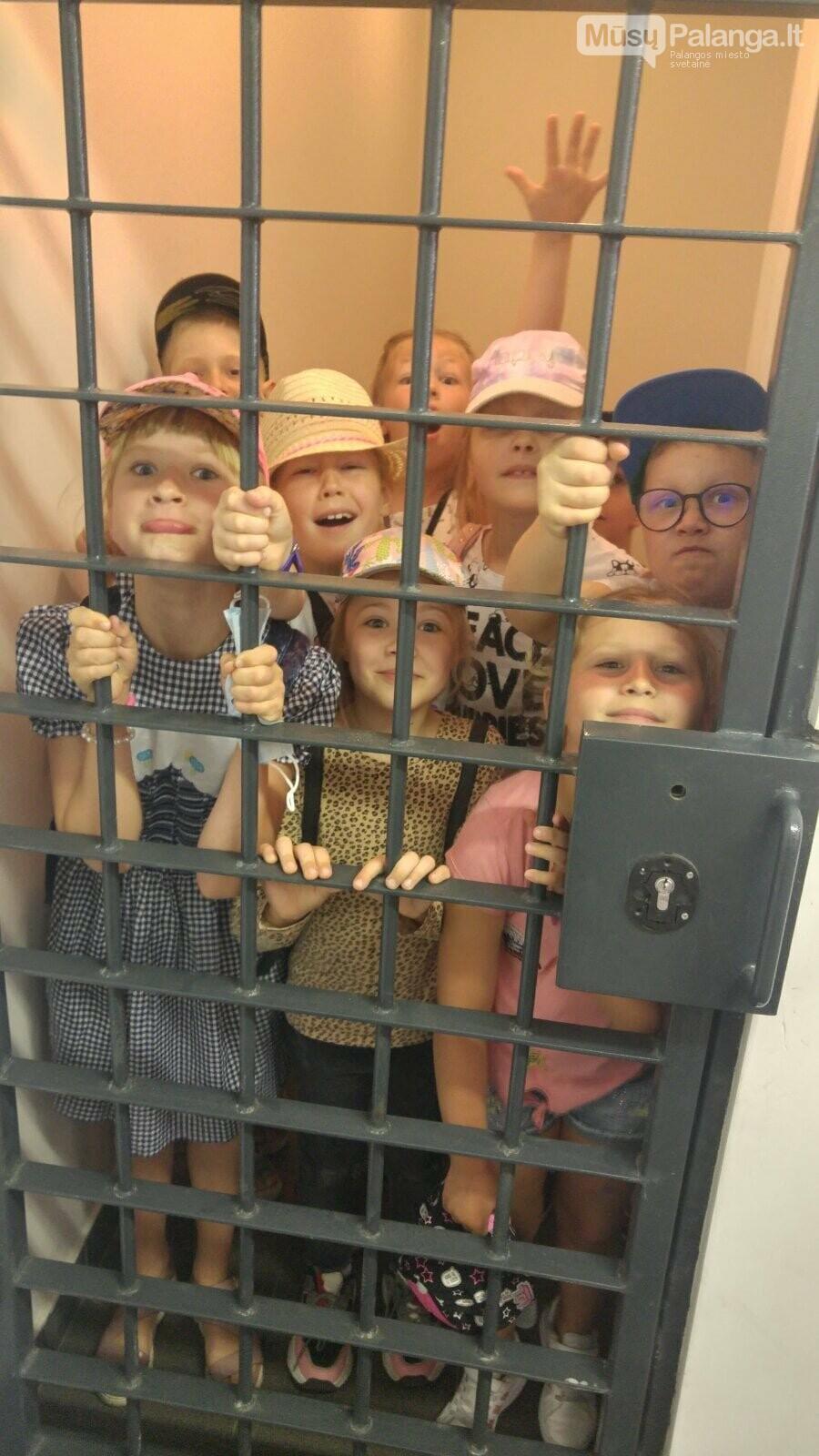 """Palangos """"Baltijos""""  pagrindinės mokyklos 1 – okai aplankė Palangos policijos komisariatą, nuotrauka-3"""