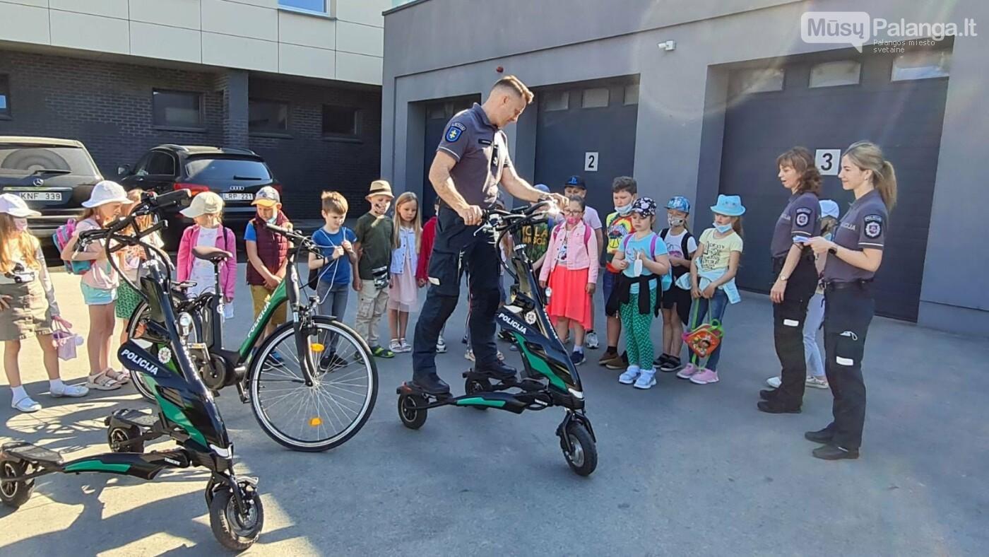 """Palangos """"Baltijos""""  pagrindinės mokyklos 1 – okai aplankė Palangos policijos komisariatą, nuotrauka-6"""