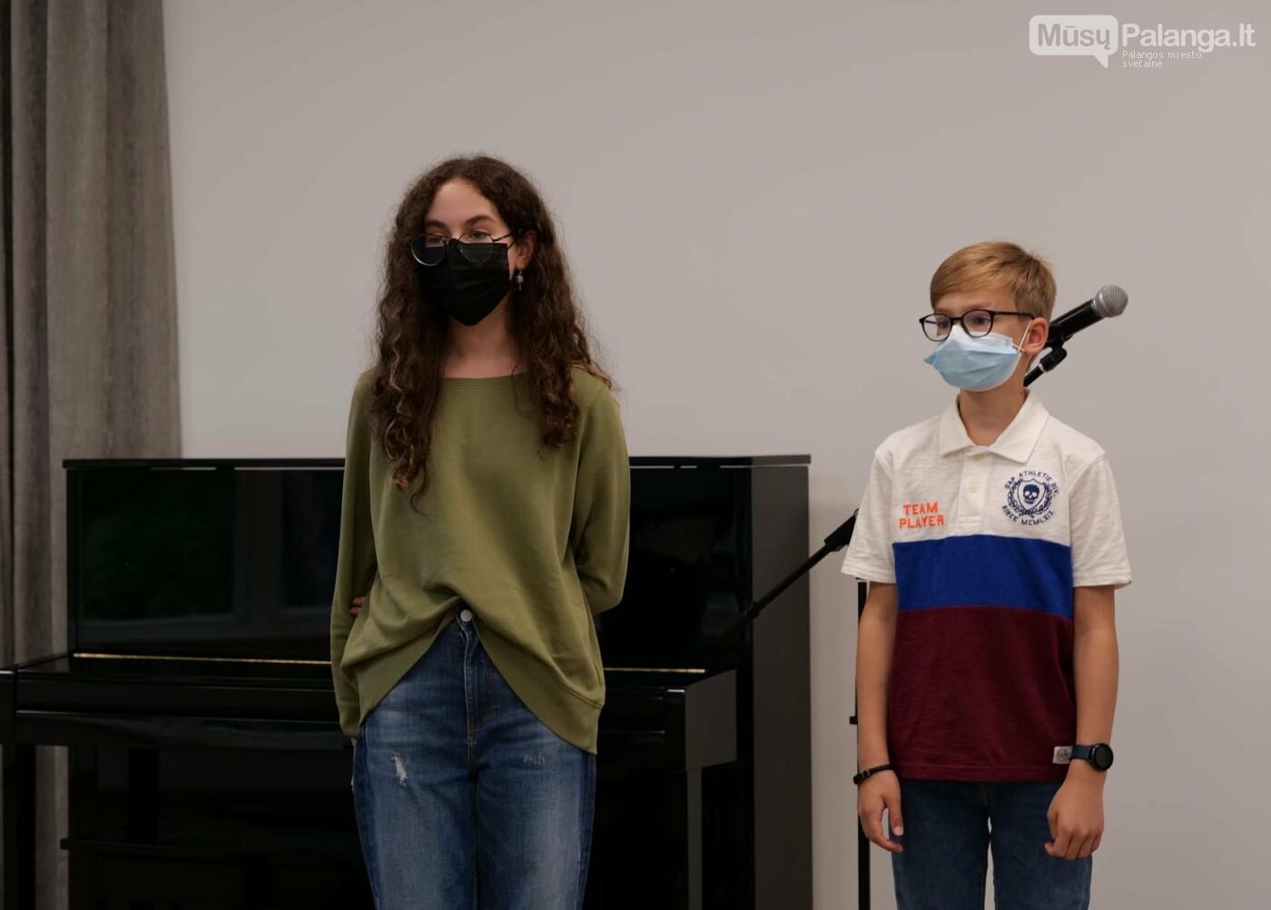 Jaunieji haiku kūrėjai Kamilė Gabalytė (Panevėžys) ir Vakaris Daugirda (Vinius)