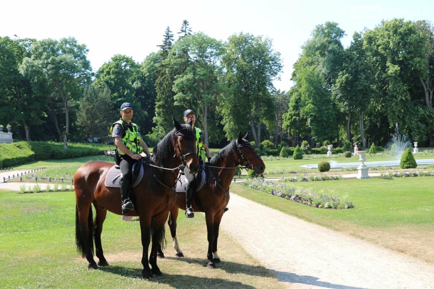 Palangoje viešąją tvarką palaiko ir raitoji policija, nuotrauka-1