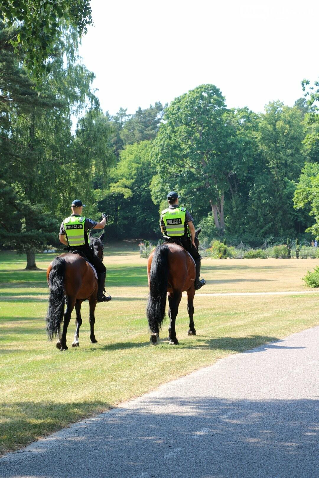 Palangoje viešąją tvarką palaiko ir raitoji policija, nuotrauka-3
