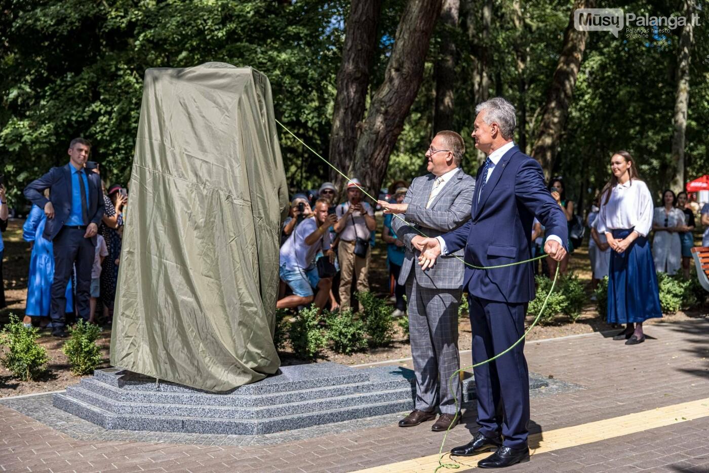 Skulptūros, skirtos Dž. J. Simpsonui ir Derybinei grupei dėl Palangos grąžinimo Lietuvai įamžinti, atidarymas, nuotrauka-36