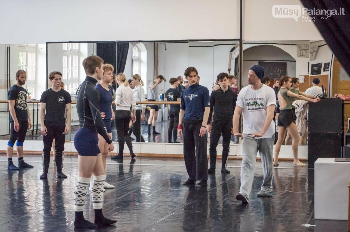 Gaj Žmavc repetuoja su KVMT baleto trupe. Olesios Kasabovos nuotr.