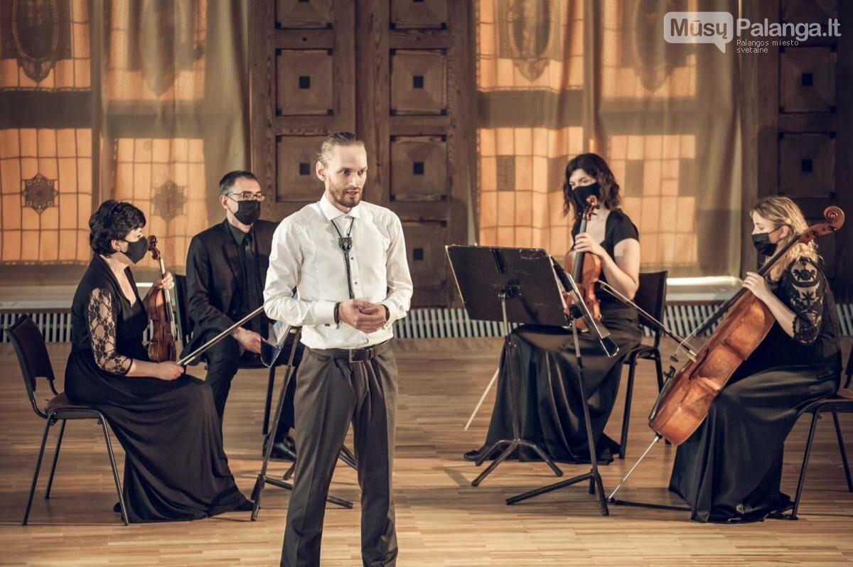 """Muzikinė-poetinė programa dedikuota V.Mačerniui """"Aš pažinau karalių tavyje"""". KVMT nuotr."""