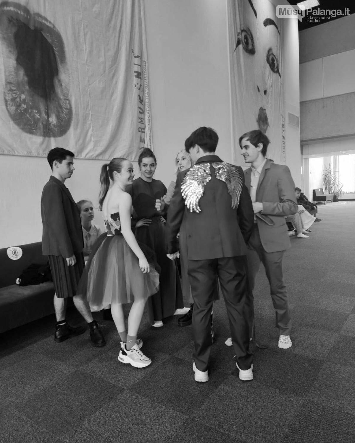 """KVMT baleto trupės nariai matuojasi šokio spektaklio """"Romeo ir Džuljeta"""" rūbus., J.Lebedevos nuotr."""