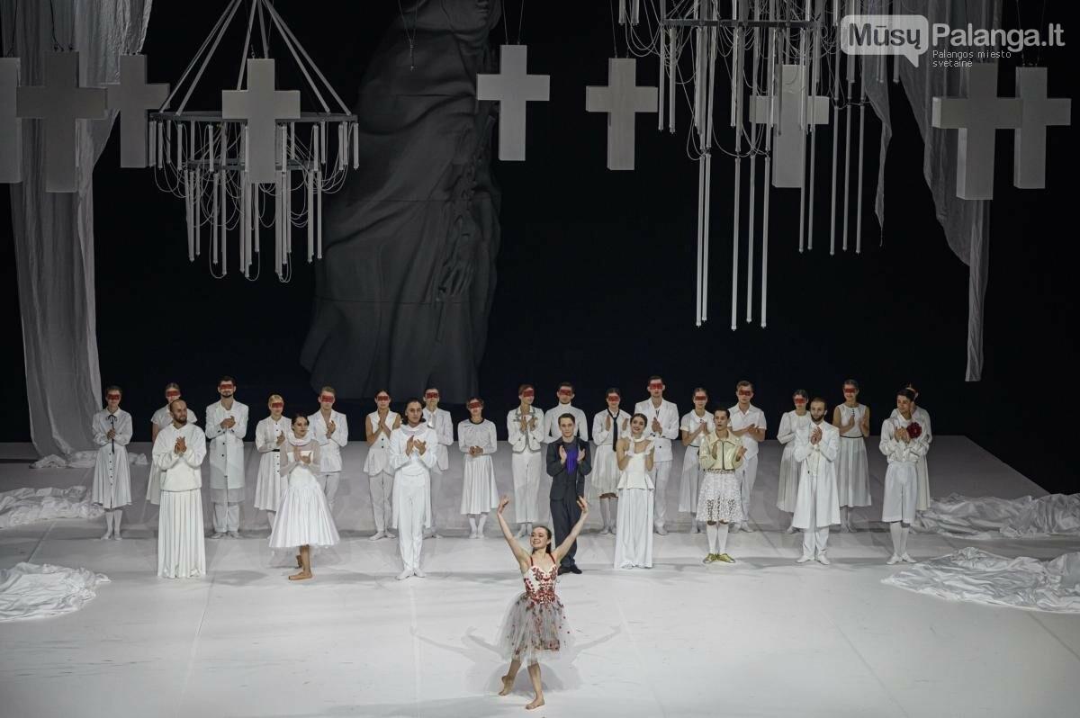 """Šokio spektaklio """"Romeo ir Džuljeta"""" premjera. Priekyje - O.Borodina (Džuljeta), M.Aleksos nuotr."""