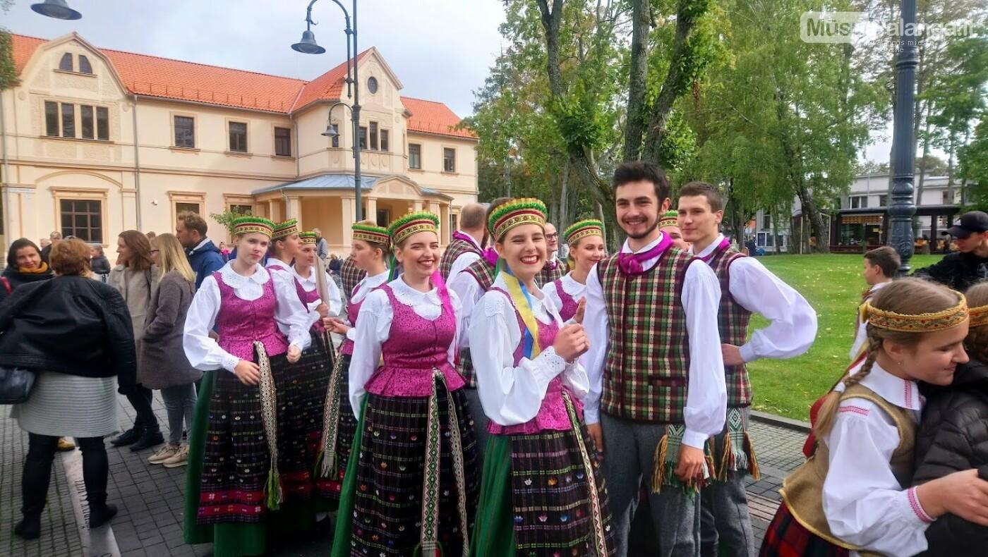Savaitgalį šokio judesy mirgės įvairių pasaulio tautų rūbai, nuotrauka-9