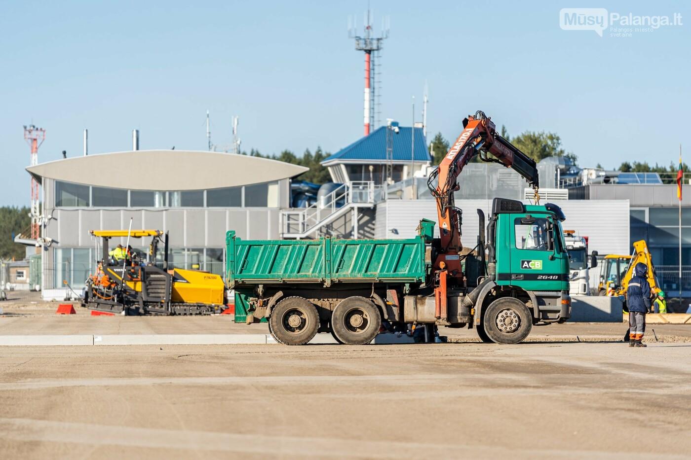 Palangos oro uosto rekonstrukcijoje - tarpinis finišas: baigti kilimo-tūpimo tako asfaltavimo darbai, nuotrauka-6