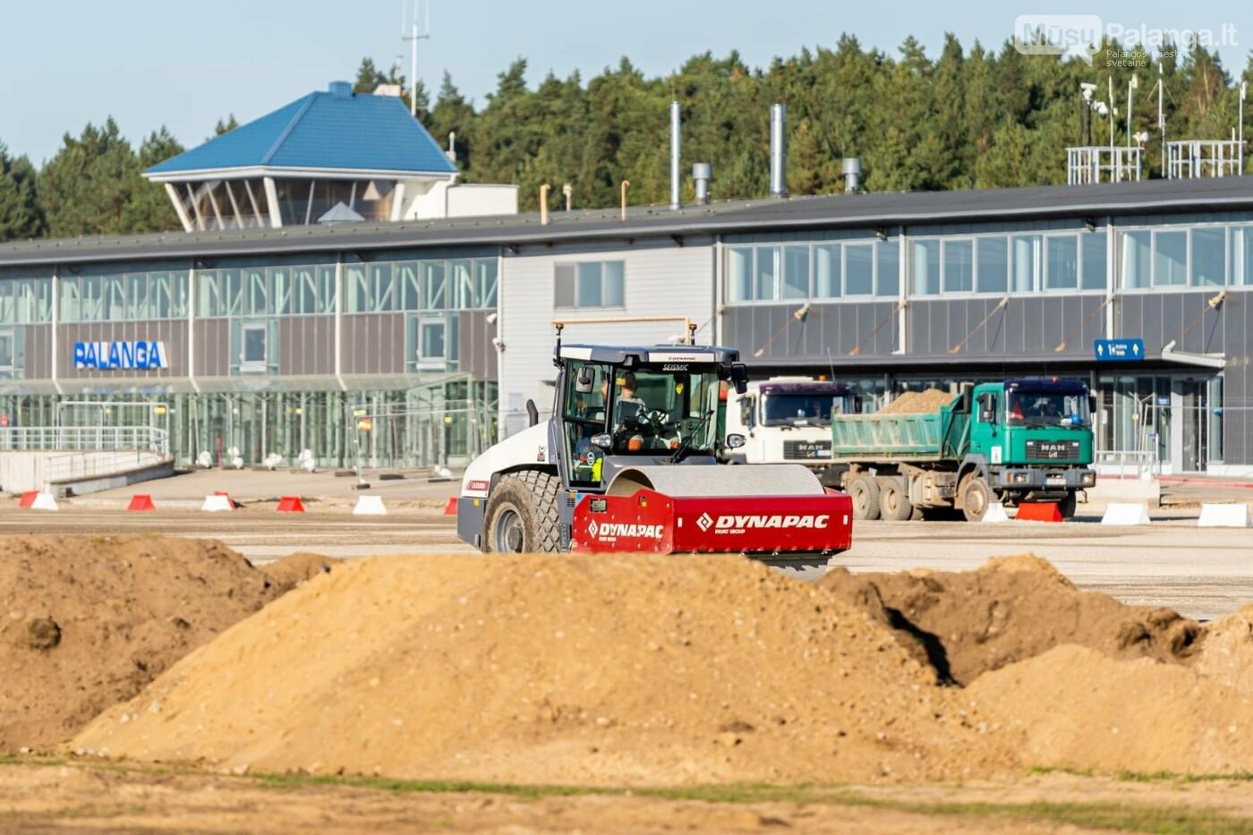 Palangos oro uosto rekonstrukcijoje - tarpinis finišas: baigti kilimo-tūpimo tako asfaltavimo darbai, nuotrauka-12