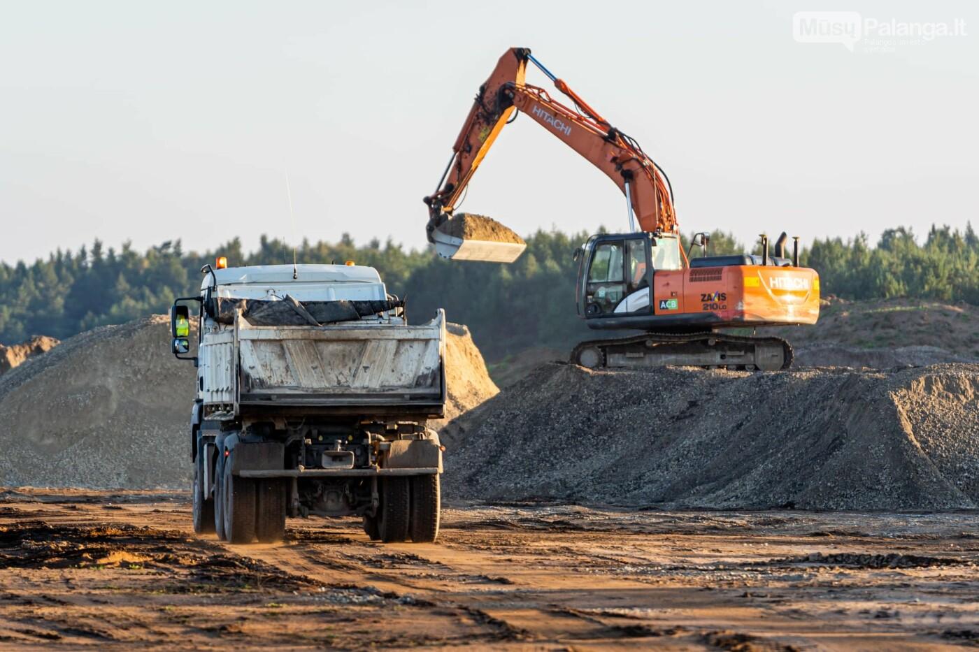 Palangos oro uosto rekonstrukcijoje - tarpinis finišas: baigti kilimo-tūpimo tako asfaltavimo darbai, nuotrauka-13