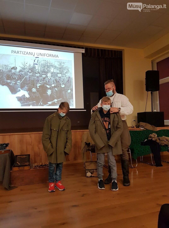"""""""Baltijos"""" pagrindinės mokyklos penktokai dalyvavo edukacijoje """"Miško brolių takais"""", nuotrauka-2"""