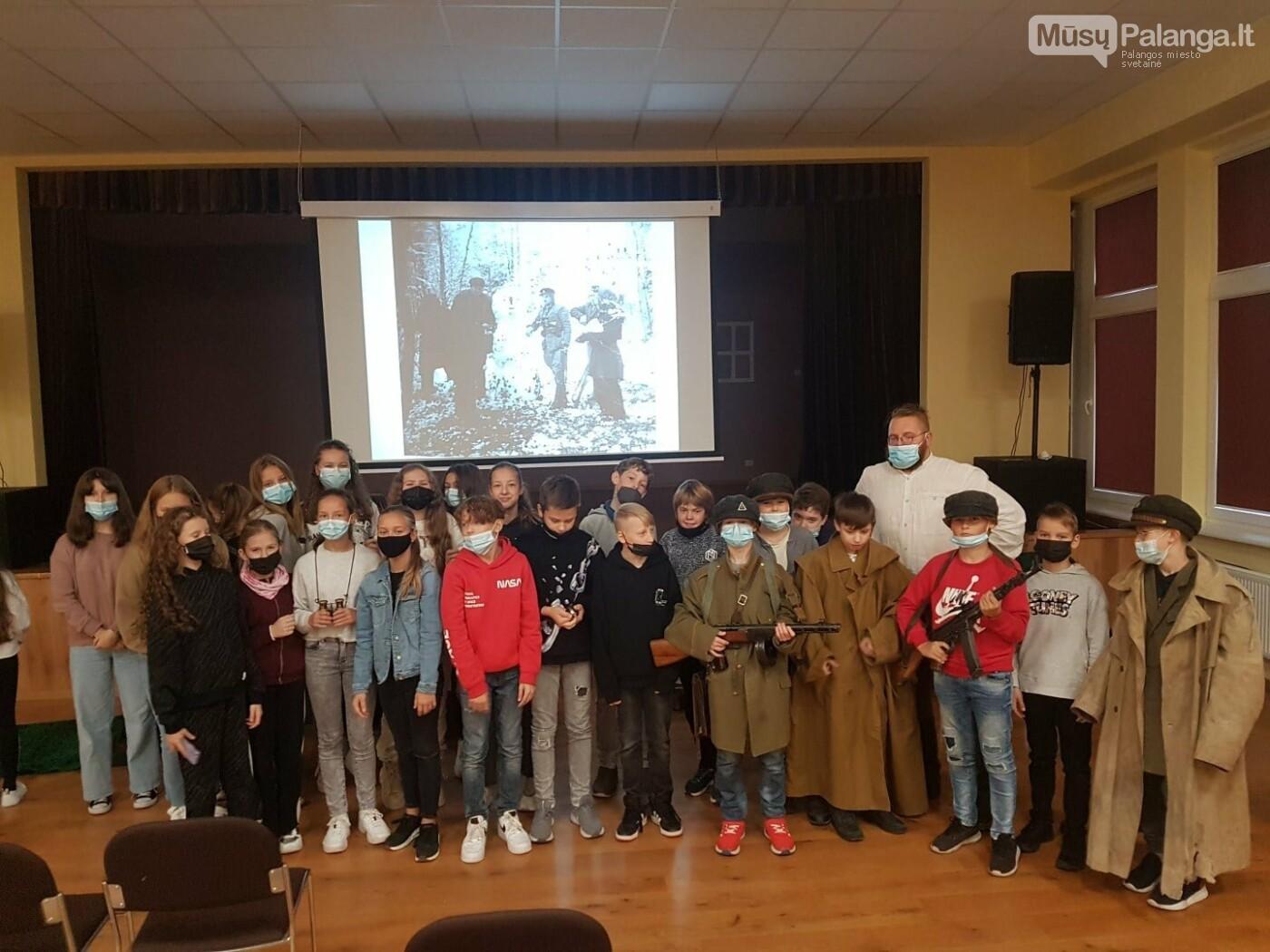 """""""Baltijos"""" pagrindinės mokyklos penktokai dalyvavo edukacijoje """"Miško brolių takais"""", nuotrauka-5"""