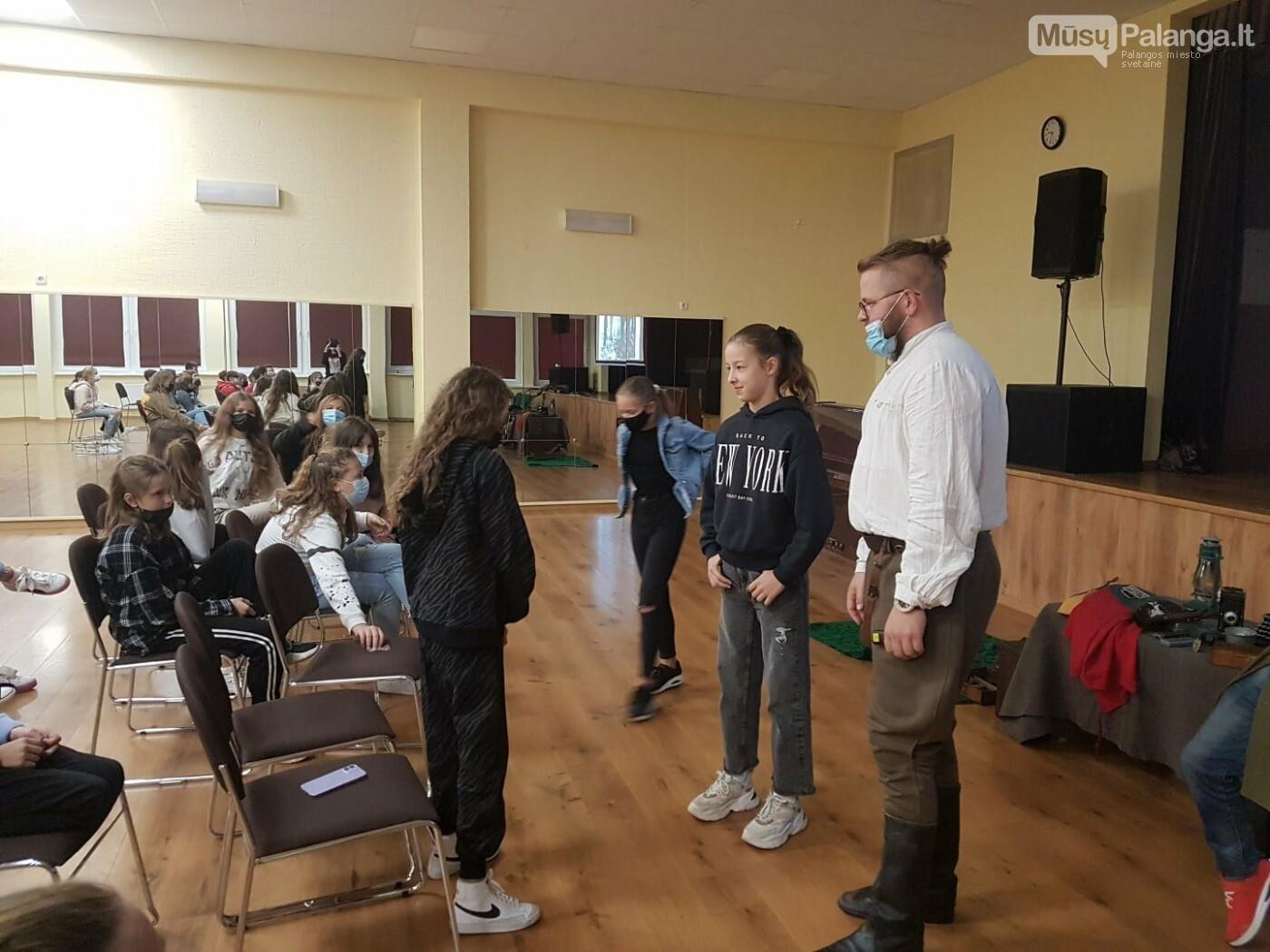 """""""Baltijos"""" pagrindinės mokyklos penktokai dalyvavo edukacijoje """"Miško brolių takais"""", nuotrauka-6"""