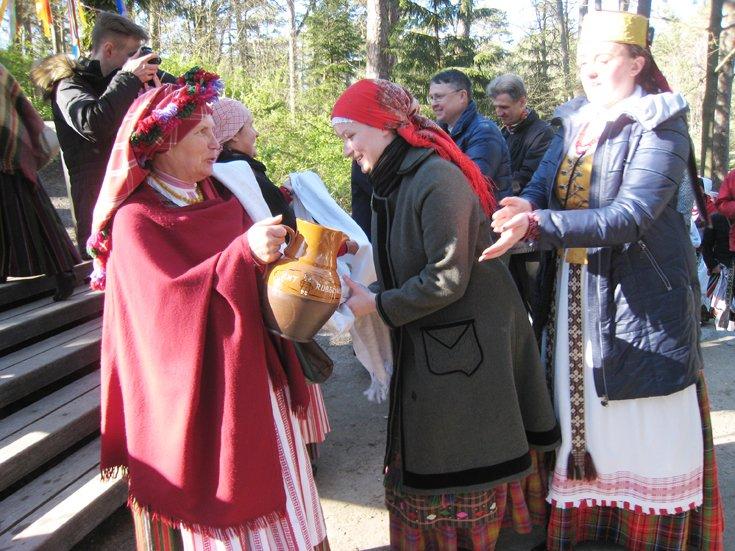 """Trisdešimtmečio sukaktį minintis folkloro ansamblis """"Mėguva"""" kviečia švęsti Jurgines (šventės programa), nuotrauka-3"""