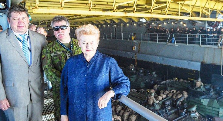 """Krašto apsaugos ministras kartu su Prezidente stebėjo JAV jūrų pėstininkų išsilaipinimą Lietuvos pakrantėje, pratybų """"Baltops 2018"""" m..., nuotrauka-1"""