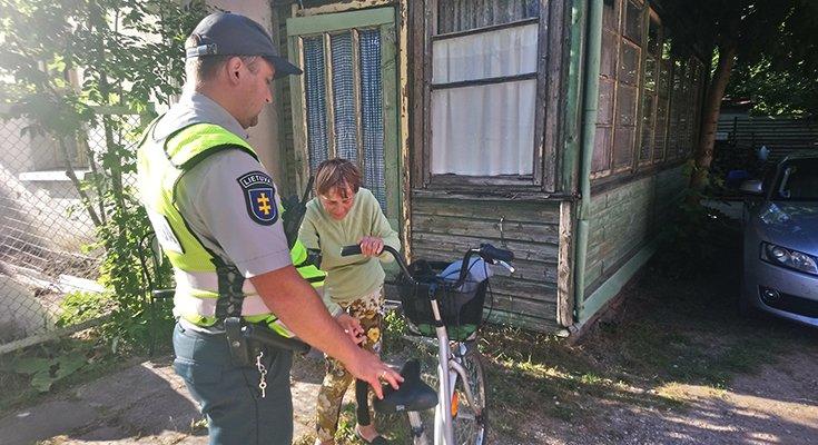 Dviratininkė Aldutė plojo iš džiaugsmo: vietoj baudos – pareigūno palydos iki pat namų , nuotrauka-7