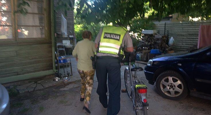 Dviratininkė Aldutė plojo iš džiaugsmo: vietoj baudos – pareigūno palydos iki pat namų , nuotrauka-2