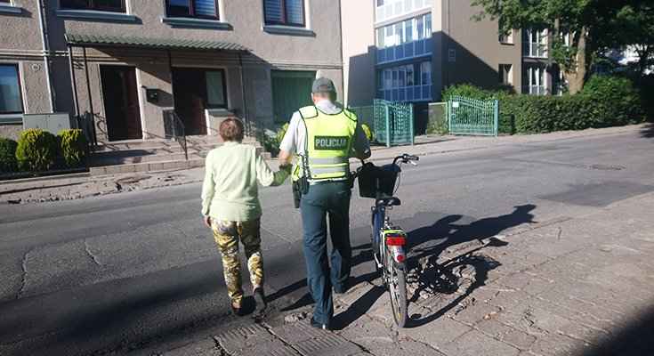 Dviratininkė Aldutė plojo iš džiaugsmo: vietoj baudos – pareigūno palydos iki pat namų , nuotrauka-4