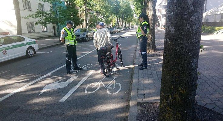 Policija primena: dviračių juosta Vytauto gatvėje – ne dviračių takas, nuotrauka-1