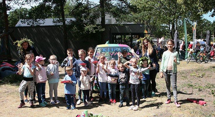 Vasaros parke vaikai sukūrė patį spalvingiausią automobilį Lietuvoje, nuotrauka-1