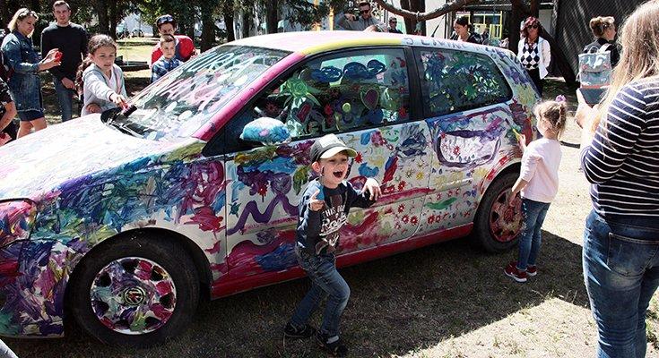 Vasaros parke vaikai sukūrė patį spalvingiausią automobilį Lietuvoje, nuotrauka-5