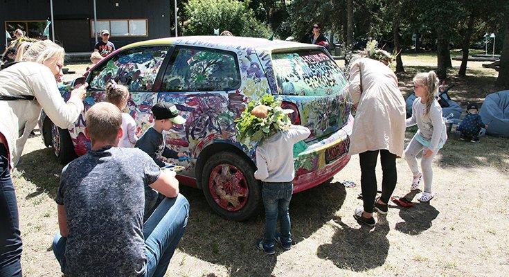 Vasaros parke vaikai sukūrė patį spalvingiausią automobilį Lietuvoje, nuotrauka-8
