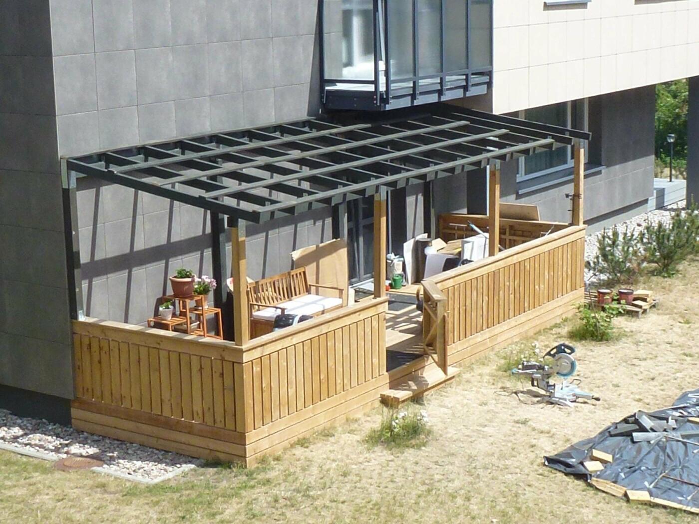 Kaimynų pasipiktinimą sukėlusi terasa: vieniems išsigelbėjimas, kitiems – baisus šašas, nuotrauka-5