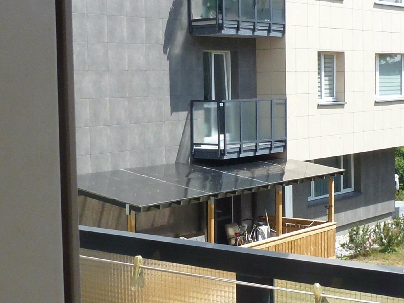 Kaimynų pasipiktinimą sukėlusi terasa: vieniems išsigelbėjimas, kitiems – baisus šašas, nuotrauka-1