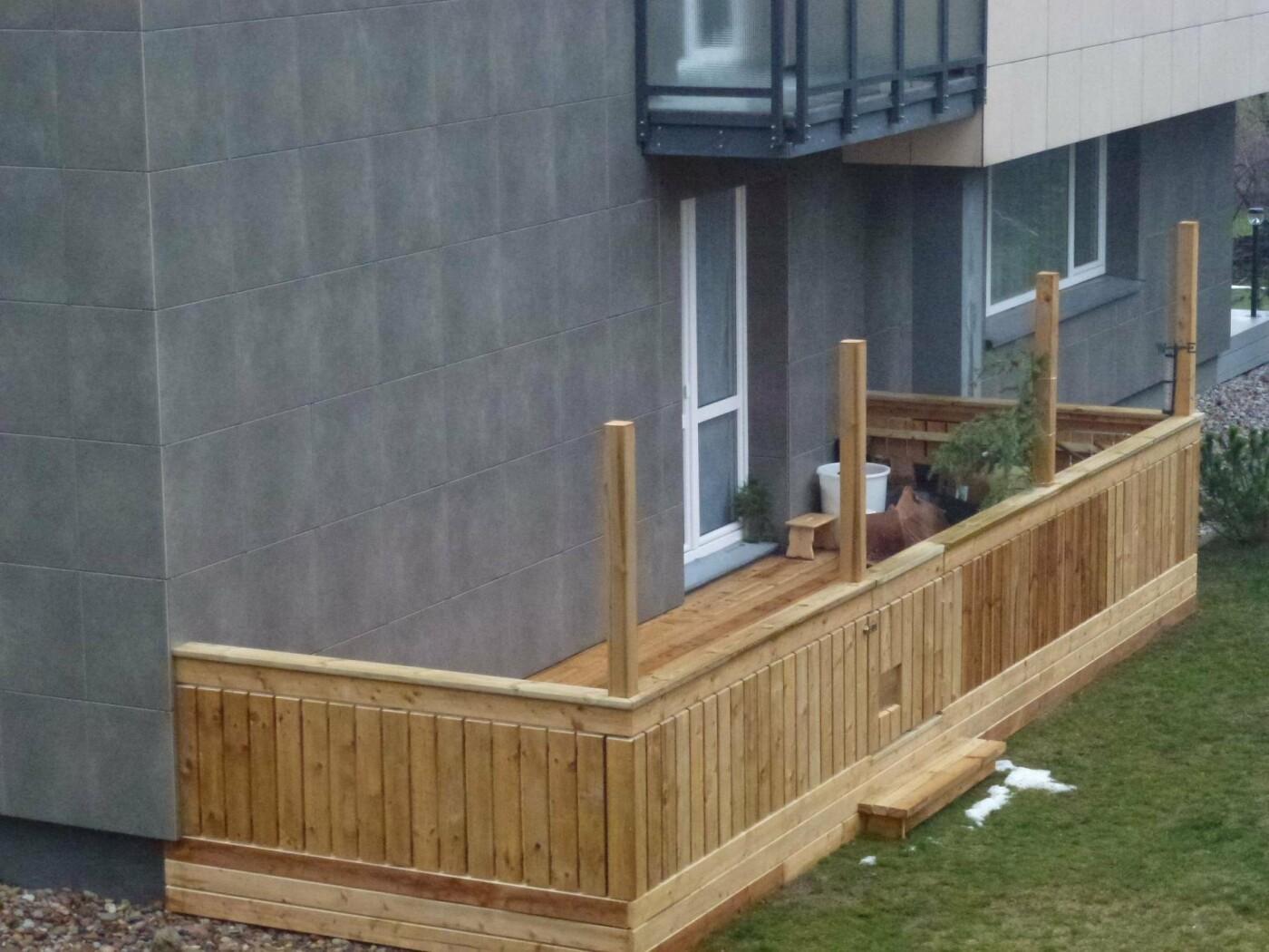 Kaimynų pasipiktinimą sukėlusi terasa: vieniems išsigelbėjimas, kitiems – baisus šašas, nuotrauka-2