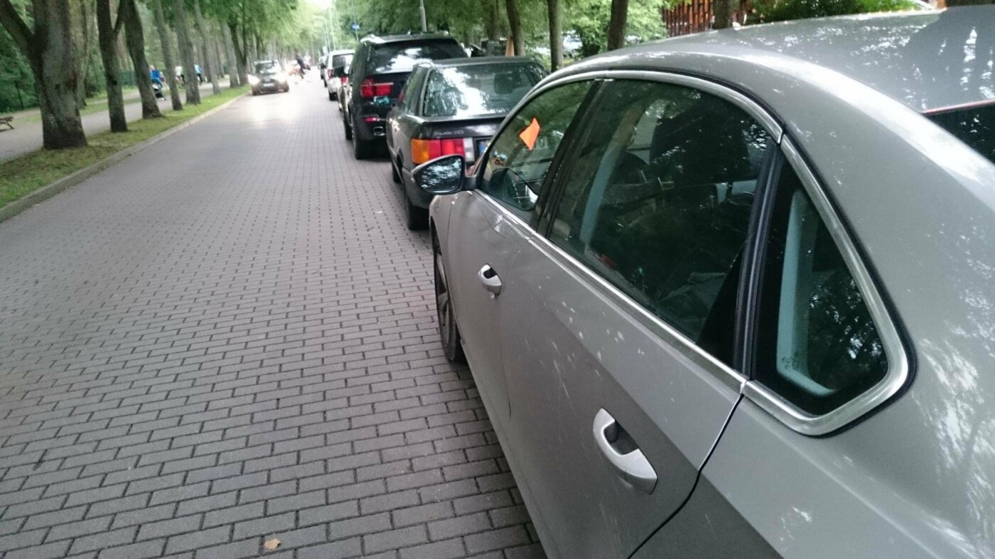 Brangios stovėjimo vietos Palangoje: poilsiautojai ieško ir neleistinų automobilių parkavimosi būdų, nuotrauka-1