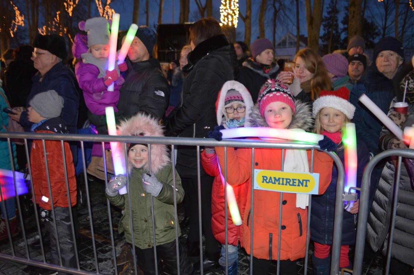 Palanga įžiebė eglę ir suspindo tūkstančiais kalėdinių šviesų, nuotrauka-32