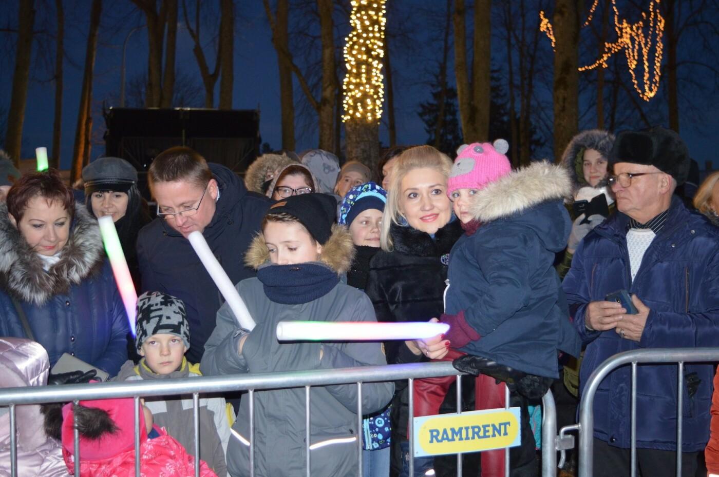 Palanga įžiebė eglę ir suspindo tūkstančiais kalėdinių šviesų, nuotrauka-20
