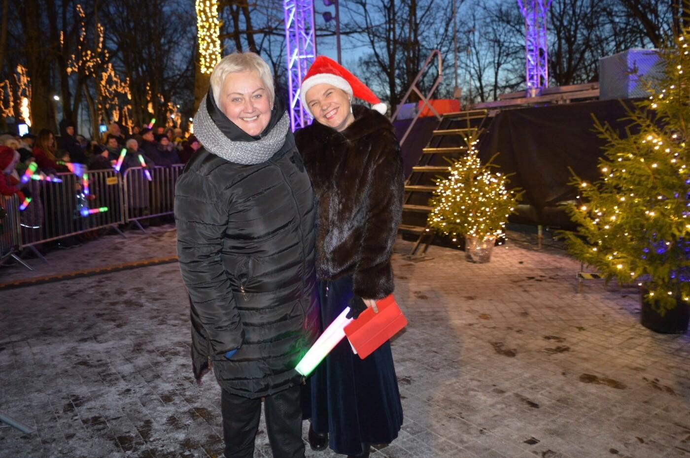 Palanga įžiebė eglę ir suspindo tūkstančiais kalėdinių šviesų, nuotrauka-74
