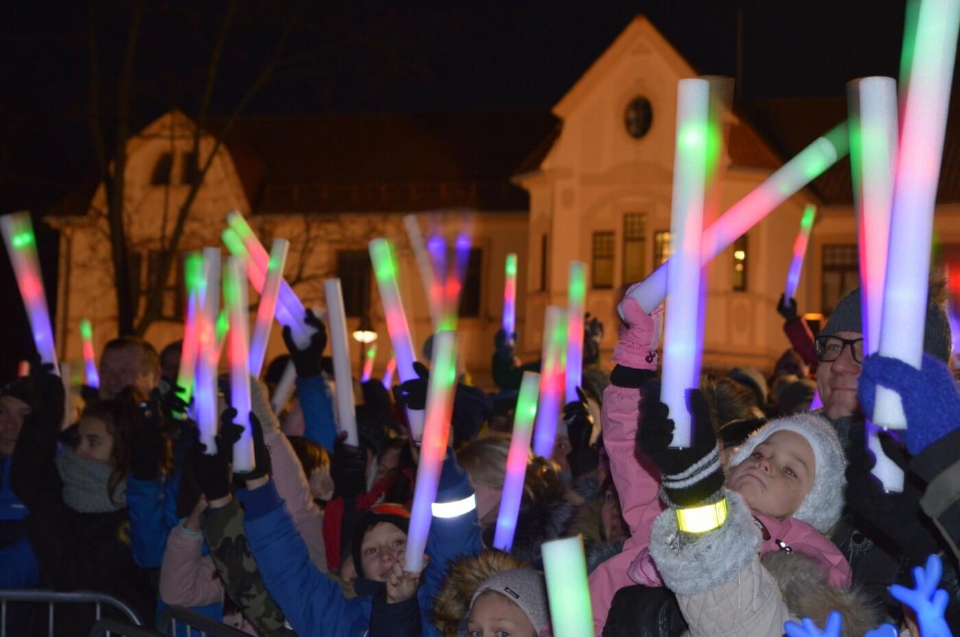 Palanga įžiebė eglę ir suspindo tūkstančiais kalėdinių šviesų, nuotrauka-42