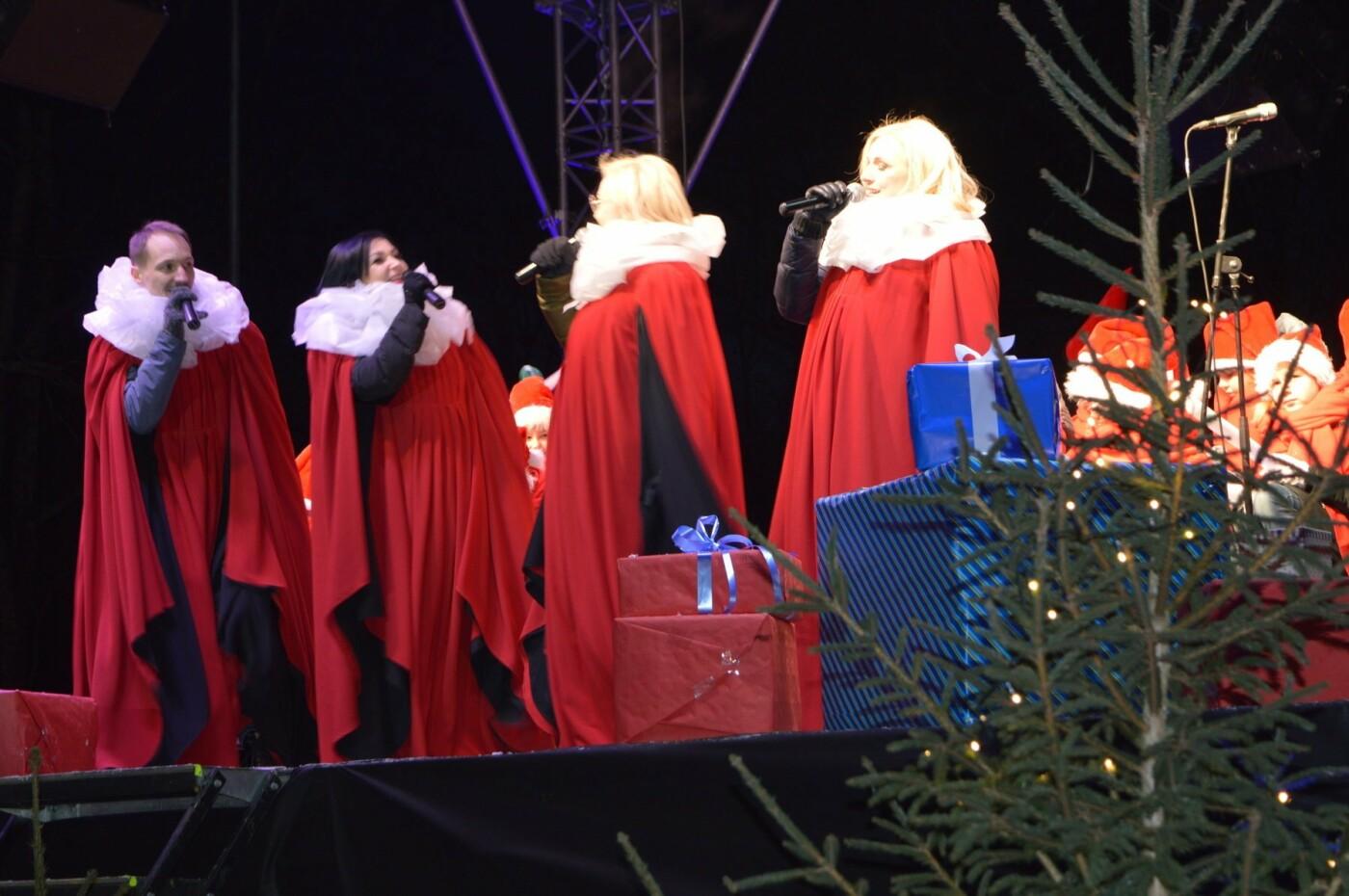 Palanga įžiebė eglę ir suspindo tūkstančiais kalėdinių šviesų, nuotrauka-59